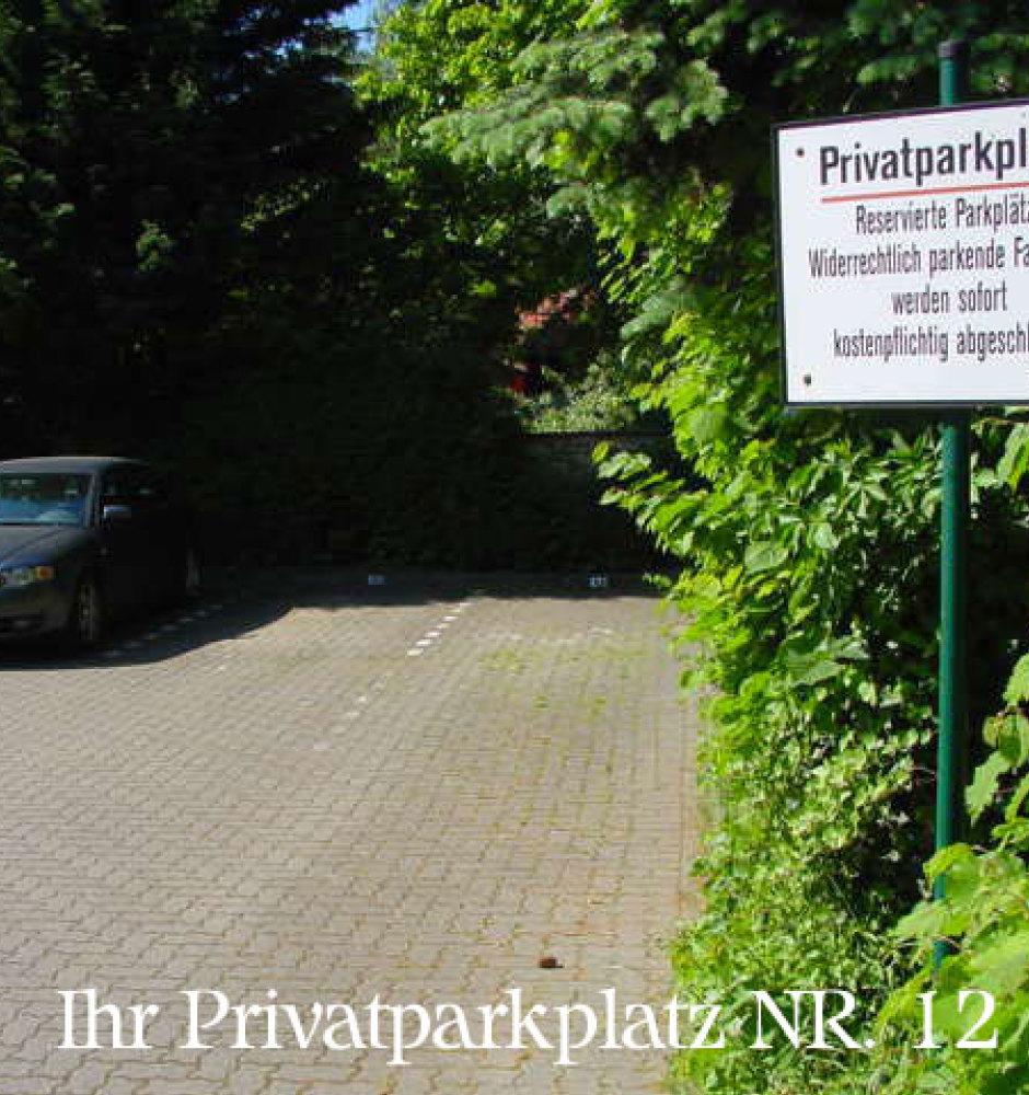 Ein kostenloser Parkplatz ist für Sie reserviert